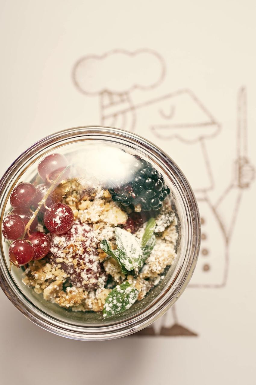 7 zuppetta di mascarpone crumble alle mandrole e frutti di bosco
