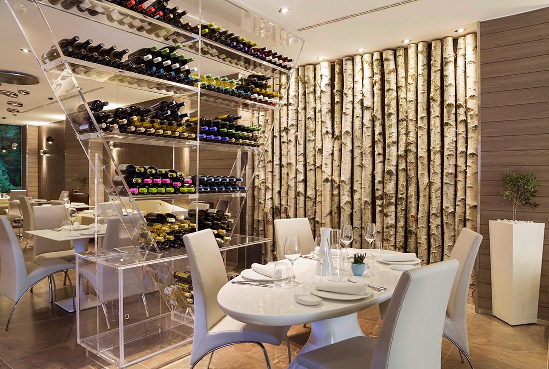 Divisori In Plexiglass Per Esterni ristoranti e bar, si riparte lunedì 18: distanza di 1 metro