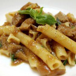 Una Genovese a Napoli. La storia di un piatto iconico e la ricetta di Angelo Martino del Ristorante Al 53