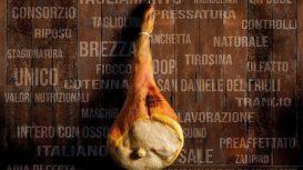 Il San Daniele: storia e lavorazione di un prosciutto a forma di chitarra, sapido vanto del Friuli Venezia Giulia