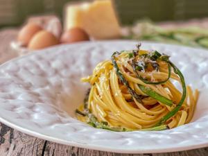 Ricetta del giorno: linguine cacio uova e asparagi