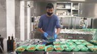 Ngonia Bay: il ristorante di Milazzo apre alla solidarietà e prepara i pasti per i più bisognosi