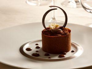 Chef Massimo Tringali: una nuova stella italiana brilla a Parigi da Armani