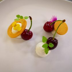 Ciliegie, zenzero e camomilla. Il dessert di Andrea Riva Moscara