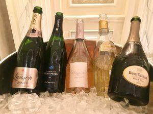 Champagne e musica. Come organizzare a casa la serata più romantica del Natale