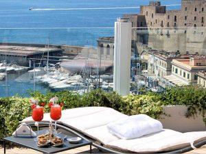 Rooftop a Napoli, cinque terrazze panoramiche da non perdere
