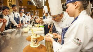 Etoile Experience: il 3 giugno l'open day per chi sogna un futuro da chef