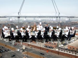 Dinner in the sky: il ristorante ad alta quota arriva in Campania