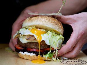 Fud Bottega Sicula apre a Milano con burger e gastronomia catanese