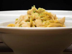 I tagliolini con capesante, senape e lime di Gabriele Cordaro