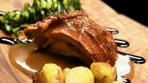 Roma: cosa si mangia da Molto, il ristorante con girarrosto e carni pregiate ai Parioli