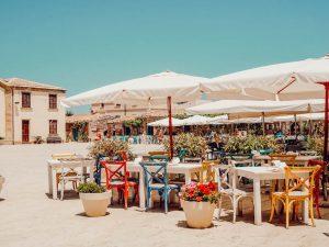 Lo charme della Sicilia orientale tra vigneti, ristoranti e alloggi che raccontano il territorio