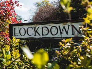 L'Italia del Lockdown: nuovo tricolore, coprifuoco alle 22, chiusi bar e ristoranti alle 18, spente le luci dei musei