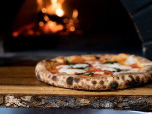 Bari, l'arte della pizza e l'eccellenza a tavola: a Cena con lo chef Stefano Callegari e L'Olio Evo pugliese Mimì