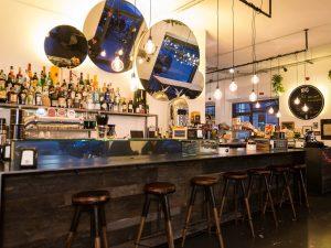 Nik's&Co: poliedrico cocktail bar a Milano