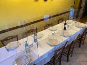 Coronavirus, fase 2: proposti i divisori in plexiglass al mare e al ristorante