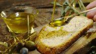 L'olio extravergine lo mangi o lo bevi?