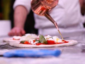 Olimpiadi della Vera Pizza Napoletana: a Napoli la sfida tra i migliori pizzaioli al mondo