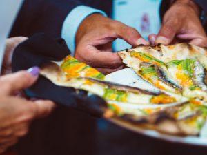 Bassa e croccante, tonda o in teglia. A settembre torna il Pizza Romana Day