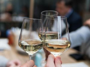 Ripartenza: 4 bottiglie per brindare con gli amici