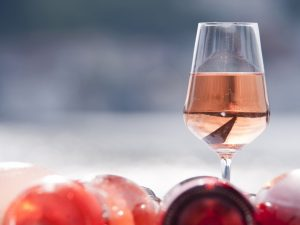 Bevi naturale: cinque rosati per colorare l'estate 2020