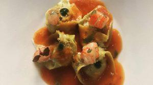 Tortello di basilico con melanzane alla norma e gambero rosso al lime, la ricetta perfetta dello chef Mirko Campoli