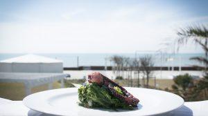 Mangiare in riva al mare con gli chef stellati? A Ostia si può (per tutta l'estate)